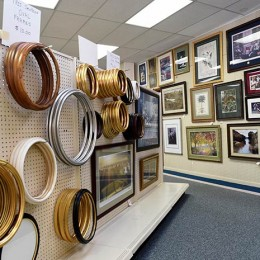 Photo Of Round Frames At Decatur, AL Shop - Pic A Frame